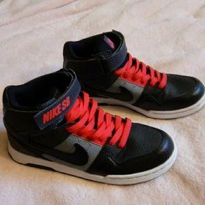 NWOT Boys Nike SB 5Y